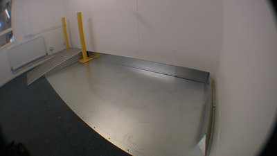 Aluminium 5-bar ramp with safety bollards and safety bumper rail