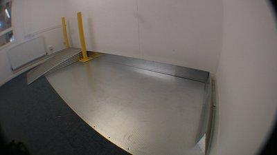 Aluminium 5-bar ramp with safety bollards and safety bumper rail